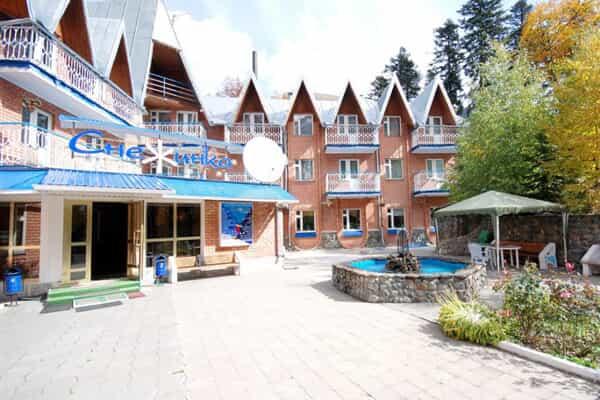 Отель Снежинка (Домбай)