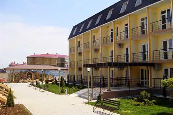 Отель Золотая рыбка (Саки)